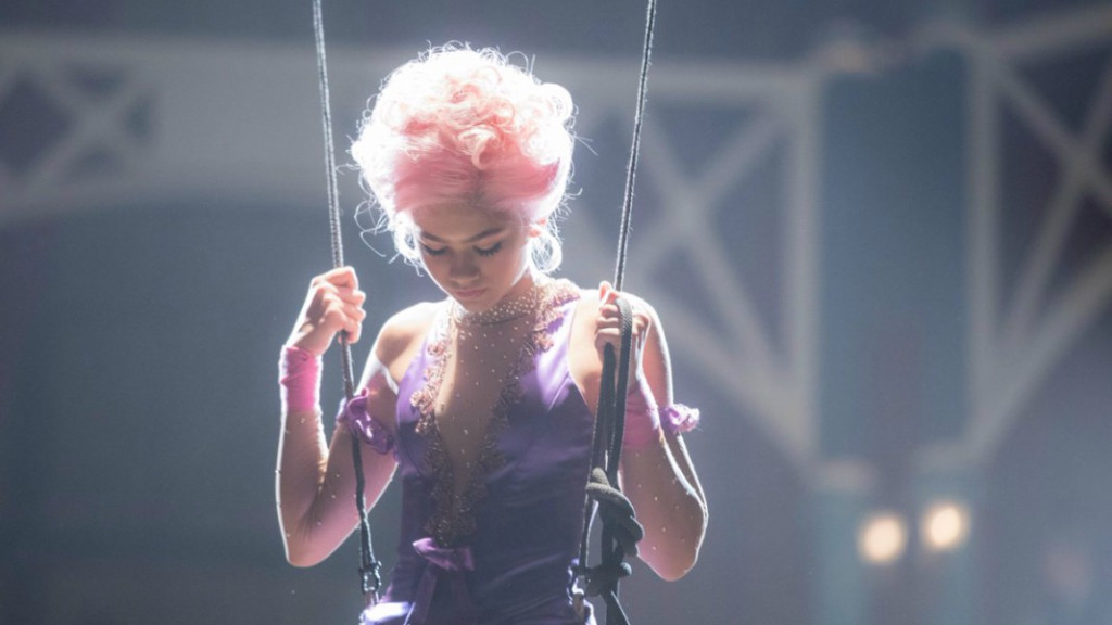 Zendaya trapeze