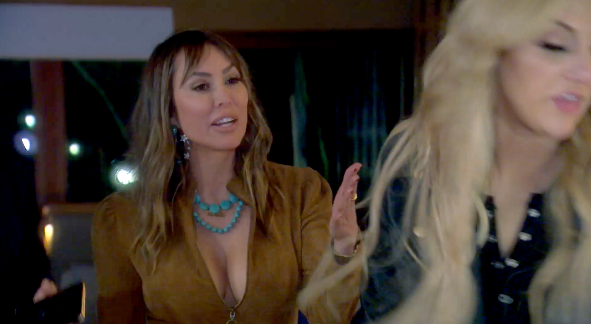 Kelly-Hits-Gina-on-the-Head-for-Defending-Shannon