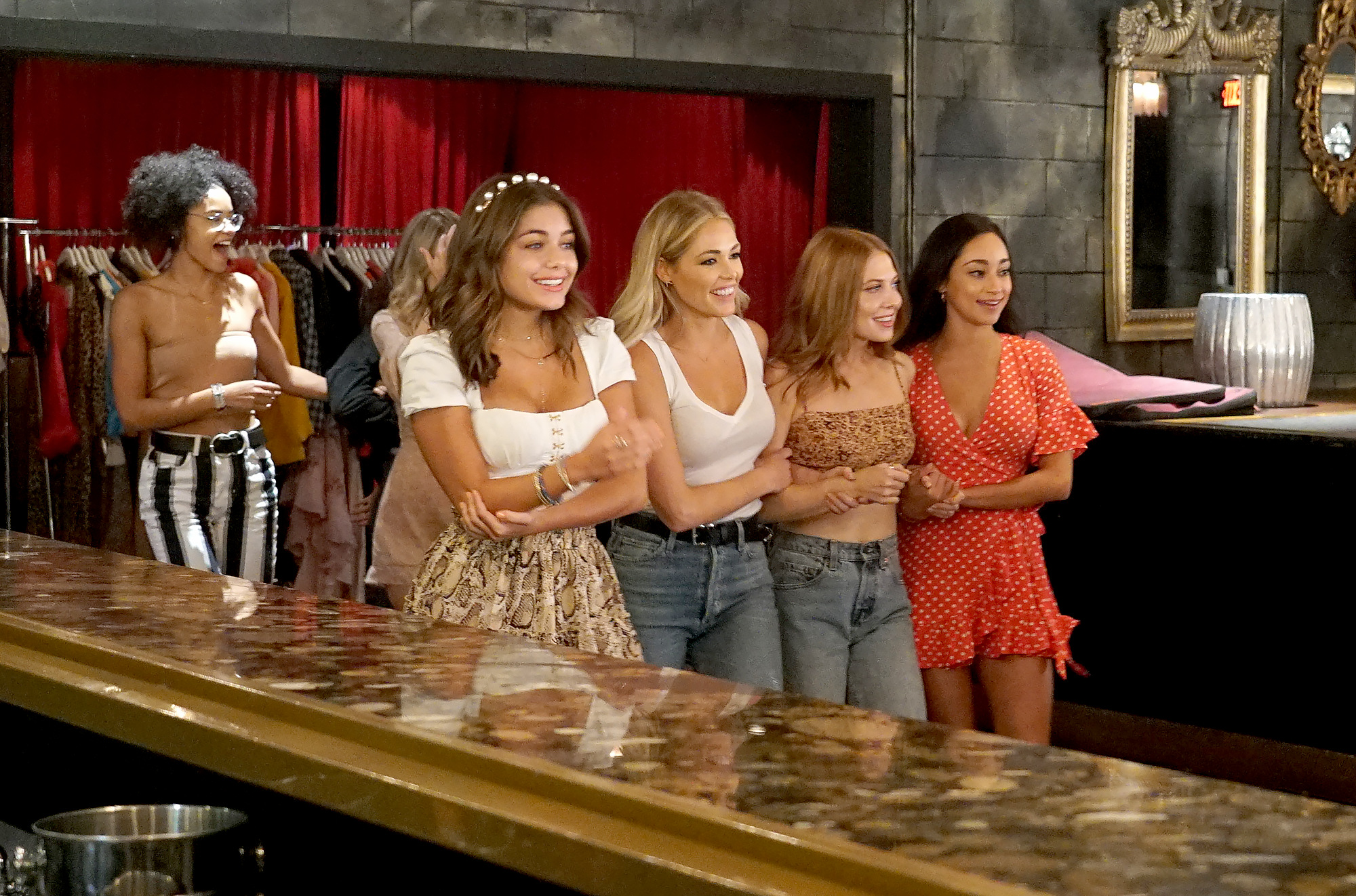 Hannah Ann, Kelsey, Lexi, and Victoria F on The Bachelor