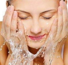 5 Face Washes For Oily Skin