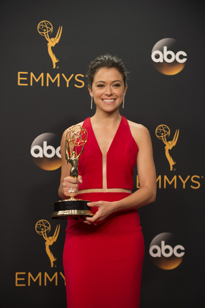 Canadian Tatiana Maslany Finally Wins Emmy For Orphan Black