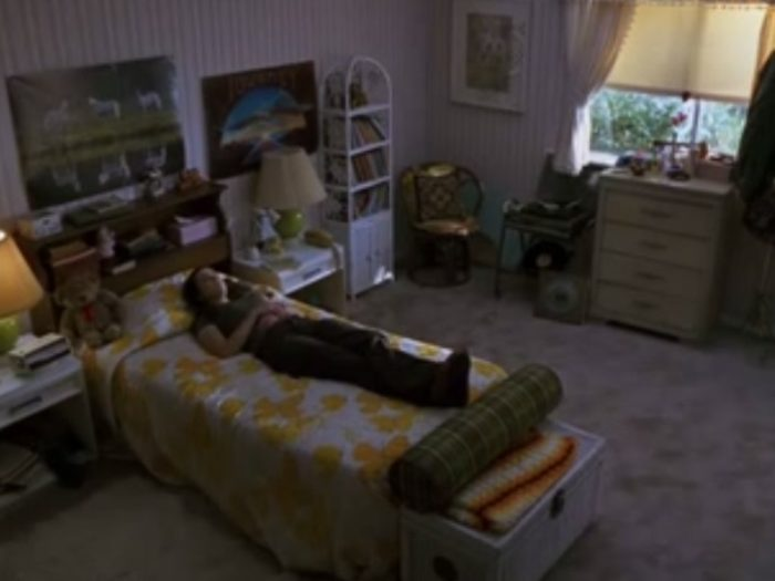 11 thoughts you have while sleeping in your childhood bedroom when you're home for the holidays