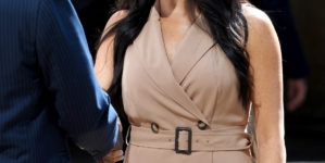Meghan Markle Wows In Banana Republic Trench Dress