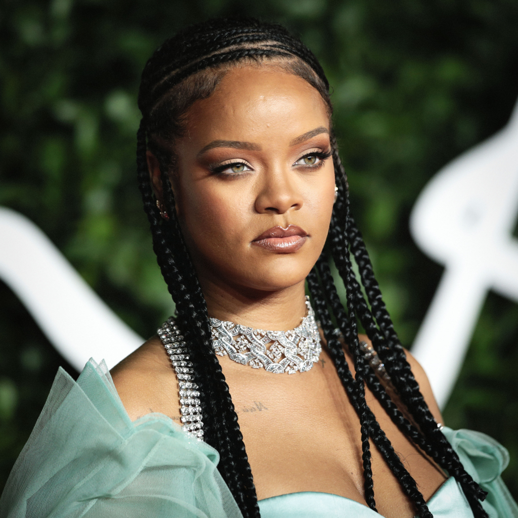 Rihanna Continues To Tease Fans About 'R9' Album