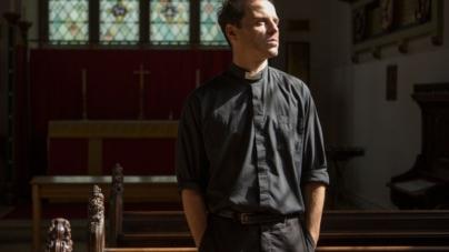 Andrew Scott's 5 Hottest Hot Priest Moments in 'Fleabag'